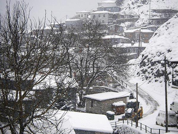 Εκχιονισμός με το… ζόρι στους δρόμους της Μηλιάς Μετσόβου! - Πρωινός Λόγος - Η καθημερινή εφημερίδα της Ηπείρου