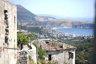 Αρπάζουν τις περιουσίες των Ελλήνων στη Χειμάρρα!