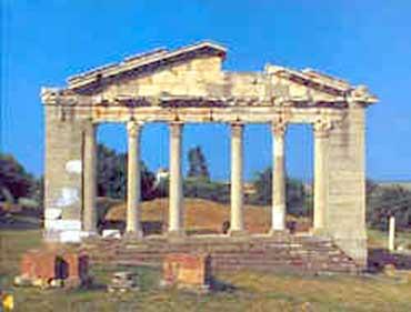 Οι Αλβανοί «θάβουν» ελληνικά μνημεία στη Βόρειο Ήπειρο!